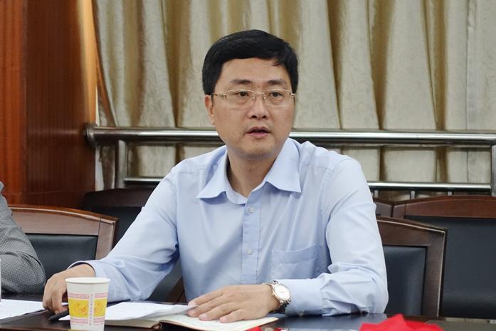 黄仲代表市生态环境保护委员会约谈安仁、宜章县政府